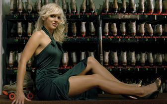 http://www.wallpaperstop.com/wallpapers/celebrity-wallpapers/anna-faris-wallpapers/anna-faris-hot-pic-336x210-0028.jpg